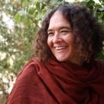ביקור בית עם הסופרת סיגל מושכל: מרַגלות בחיים של עצמנו