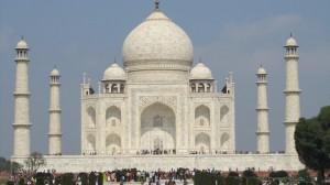 הטאג' מהאל בעיר אגרה בהודו - נחשב לאחד המבנים היפים בעולם (הודו, 2011)