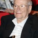 הסופר יורם קניוק התבשר בשבוע שעבר על קבלת התואר הכי גבוה בצרפת לסופר זר