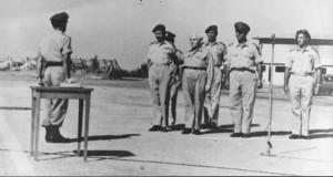 מסדר כנפיים - לונדנר מול בן גוריון דיין וטולקובסקי (צילום מתוך הספר, באדיבות חיל האוויר)