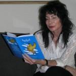 """""""ציפור הנפש"""" שכתבה הסופרת מיכל סנונית –  חלפה במעופה גם מעל למיאנמר / תורגם לששת השפות האתניות הרשמיות"""