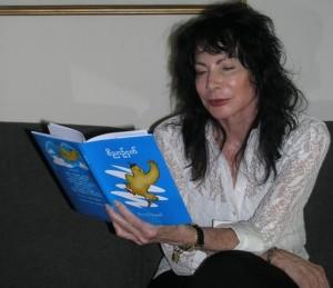 הסופרת מיכל סנונית (צילום: לליב סנדנר סנונית)