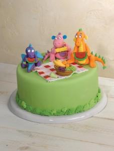עוגת פיקניק של דרקונים מתוך הספר סודות של בצק סוכר