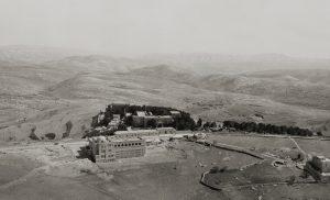 בית הספרים האוניברסיטאי על הר הצופים (שנות ה־30 כנראה) צילום באדיבות הספריה הלאומית